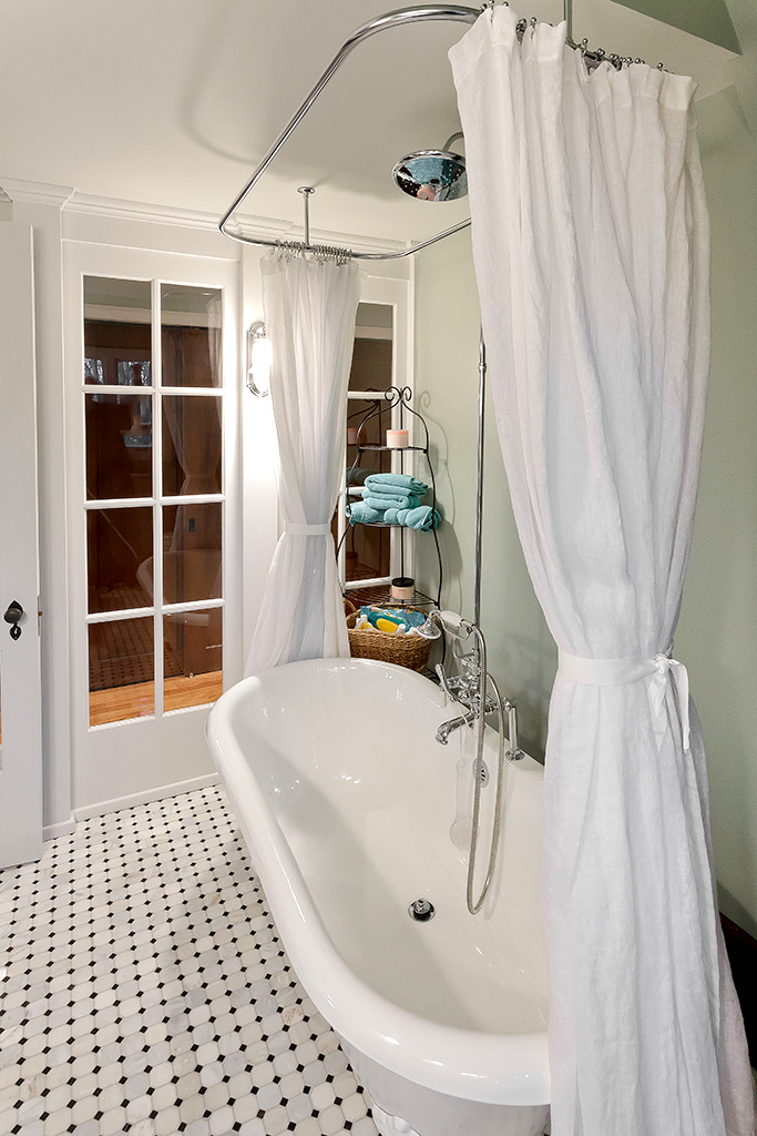 Juniper Lane House - Master Bath